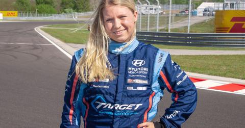 Jessica Bäckman en av sju VIP-förare i TCR 2019