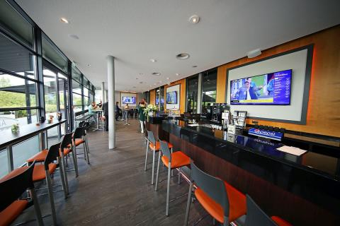Innenraum der neuen Sportsbar in der Arena Leipzig