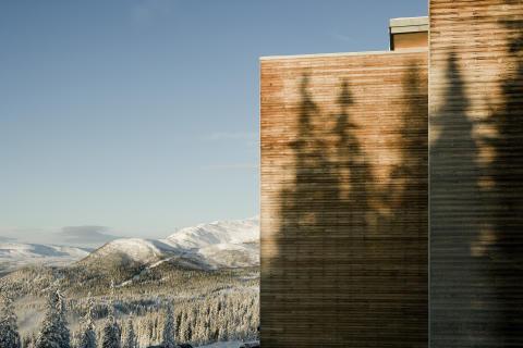 Exteriör vinter, västerbottengran fasad