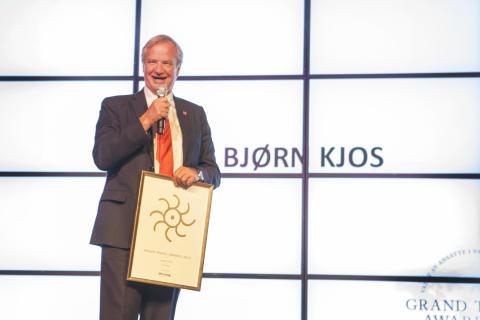 Bjørn kjos kåret til årets toppleder under Grand Travel Awards
