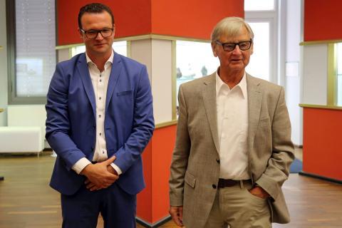 Designer Rudolf Horn und Ronny Kretschmer, Geschäftsführer der Deutschen Werkstätten Lebensräume GmbH