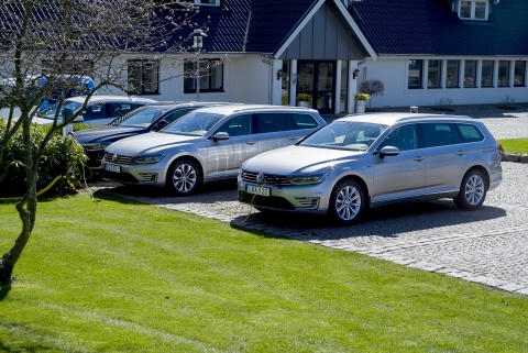 Lindab's first plug-in hybrid cars outside the company's head office. In total around 700 petrol and diesel cars will be replaced by more environmentally friendly cars.