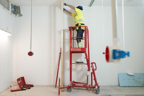 Näppärä Ixolift-nostin on turvallinen vaihtoehto tikkaille