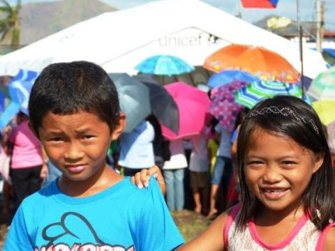 Skolor i Filippinerna öppnar igen – en månad efter katastrofen