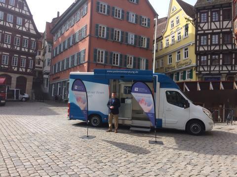 Beratungsmobil der Unabhängigen Patientenberatung kommt am 23. Juli nach Tübingen.