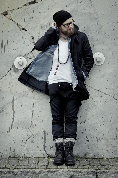 Hyllade Johan Reinhold till Warner Music - Shoot Me Down släpps till radio