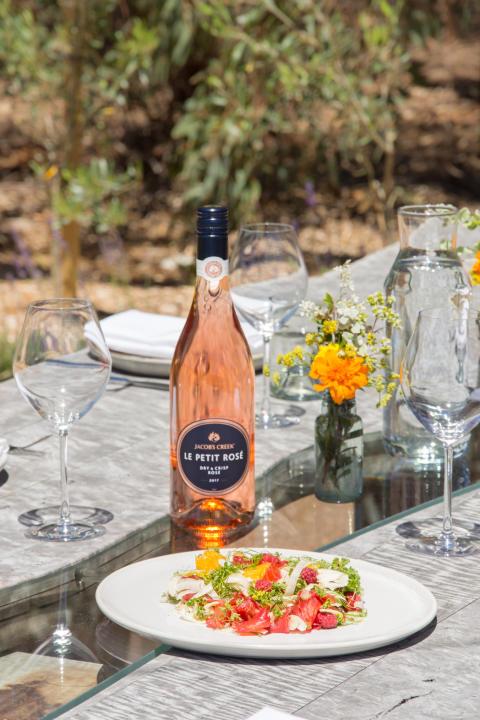 Jacob's Creek Le Petit Rosé on kesän odotetuin uutuusroseeviini.