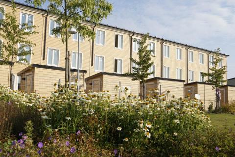 Skanska färdigställer unika radhus i tre våningar