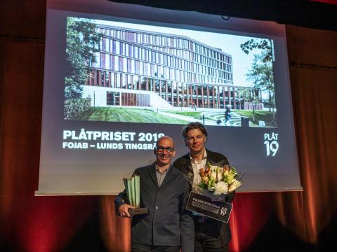 Lunds tingsrätt av FOJAB vinnare av PLÅTPRISET 2019. Stefan Johansson och Kjell Adamsson, från FOJAB, tog emot priset.
