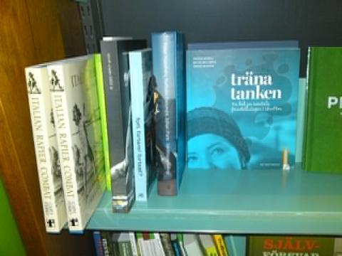 Träna tanken finns på Hedengrens bokhandel i Stockholm