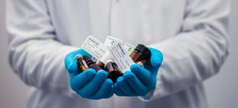 Kronans Apotek lanserar kostnadsfria hemleveranser av specifika kylläkemedel för kroniker