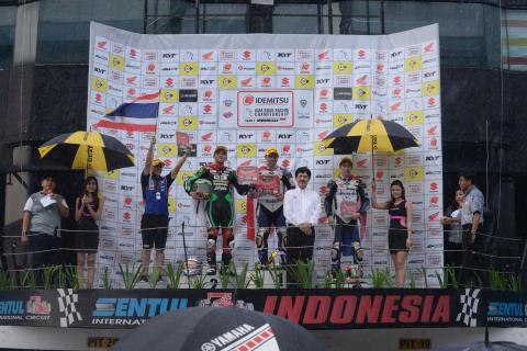 17_2017_ARRC_Rd04_Indonesia_race2-デチャ・クライサート選手とチャロンポン・ポラマイ選手