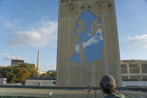 Graffiti-Künstler gestalten ehemaligen Malzsilo