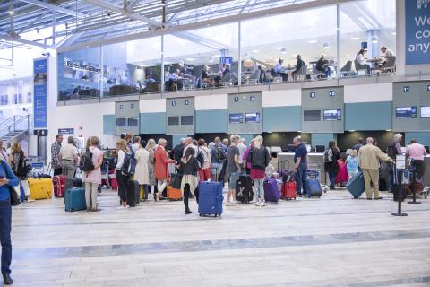 Dåligt sommarväder gav rekordstor passagerarökning för flyget
