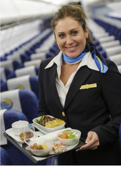 At spise et godt måltid på flyet er for ni ud af 10 en vigtig del af ferieoplevelsen. Og så forringer det ikke oplevelsen, når oksemørbraden er serveret på rigtige tallerkener.