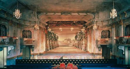 Kinesiska forskare besöker Drottningholms Slottsteater - modell ska byggas i Beijing