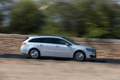 Sverigepremiär för sportigt eleganta Peugeot 508 -nytt utseende, klassledande förbrukning och nya automatlådor