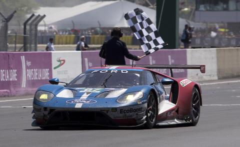 Ford GT 67 krydser målstregen som nummer to til Le Mans 2017