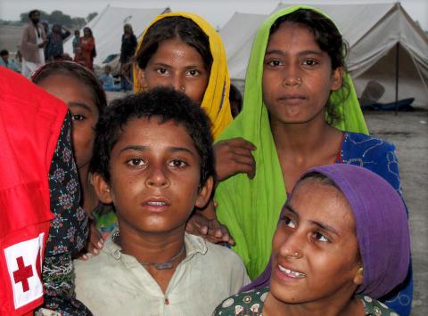 Barn i Röda Korsets läger i Sindh-provinsen