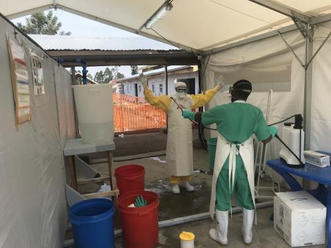Ebola: Läkare Utan Gränser yrkar på oberoende kommitté för hantering av vaccineringsinsatsen