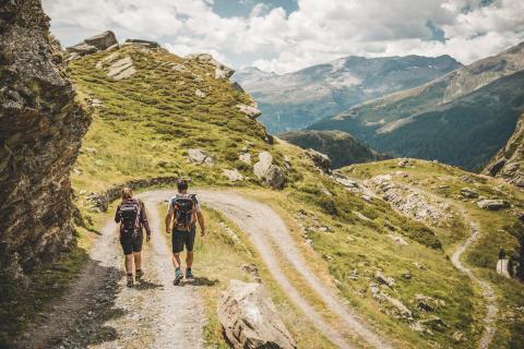 Unterwegs auf den alten Roemerpfaden der ViaSpluga © Schweiz Tourismus By-Line swiss-image.ch Ivo Scholz
