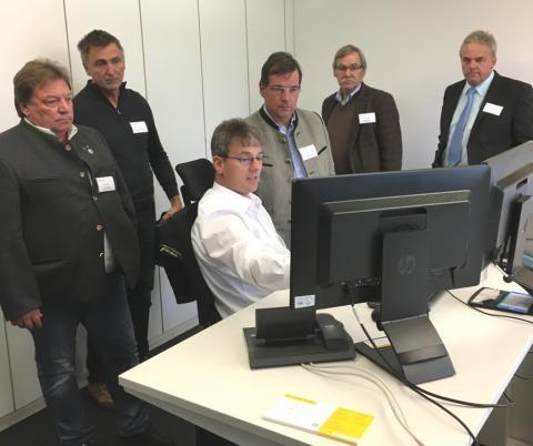Bürgermeister informieren sich über den Kundenservice am Kundencenter Kolbermoor