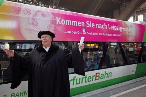"""Feierliche Shuttle-Taufe: Linie der Erfurter Bahn wirbt für """"Luther in Leipzig"""""""