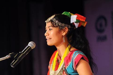 Före detta flickslaven Urmila Chaudhary från Nepal talar inför FN i New York