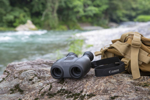 Bring the world closer with Canon's latest compact, easy-to-use and light weight binoculars