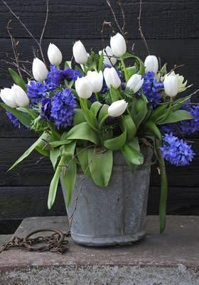 En underbara vår i sikte - med tulpaner i vasen……mmmm