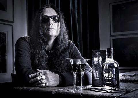 Skruvad absint signerad Jonas Åkerlund