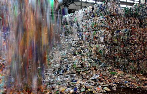 Logistikwege verkürzen, Rezyklateinsatz fördern: Veolia beteiligt sich an PET-Recyclinganlage in Norwegen