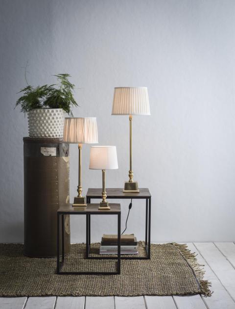 Linné bordslampa i mässing / guld
