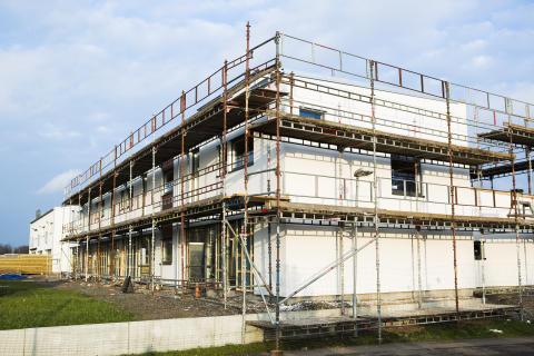 Goda tider för byggkonsulter, men bostadsbyggandet oroar