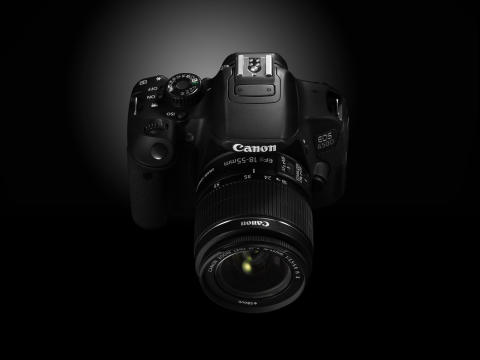 EOS 650D CREATIVE FRONT ANGLE.jpg