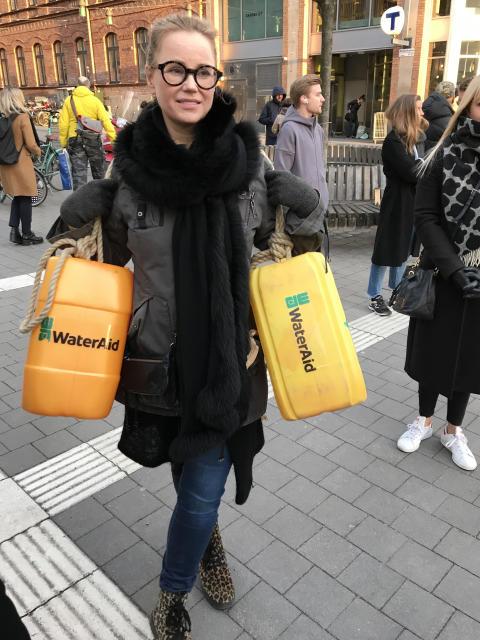 13 mars 2020 gick Sofia Helin genom Stockholm för rent vatten. Foto: WaterAid / Anna Schön