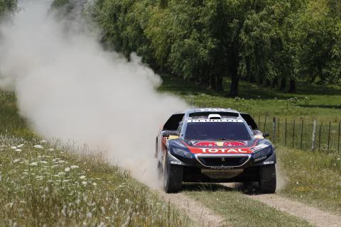 Peugeot 2008 DKR kör för seger i Dakarrallyt