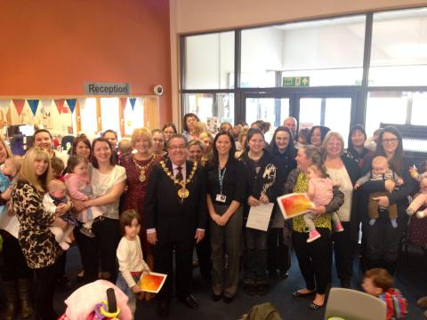 Mayor congratulates parents on new skills