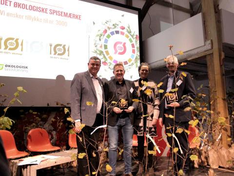 Fødevareminister Mogens Jensen overrækker spisemærke 3.000 til Kokkenes Køkken