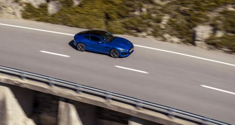 Jag_F-TYPE_R_21MY_Velocity_Blue_Reveal_Switzerland_02.12.19_10