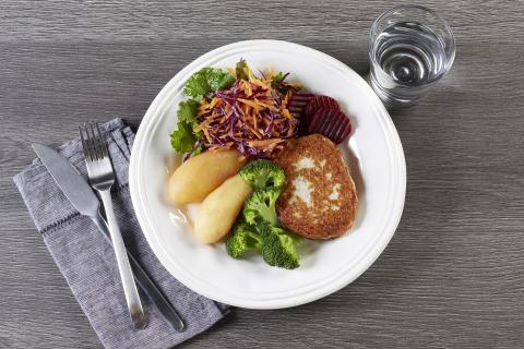 Gjør en liten justering og gi plass til litt mer grønnsaker på tallerkenen din. Fiskekakemiddagen blir med ett litt grønnere.