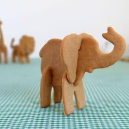 Glöm stjärnor och granar; Baka fina pepparkaksdjur i år med de fina 3D-Pepparkaksformarna!