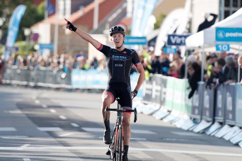 Casper Pedersen vinder på imponerende vis 1. etape i Kalundborg