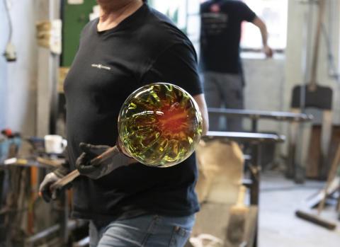 Krystallkule med mønster optikk i oliven
