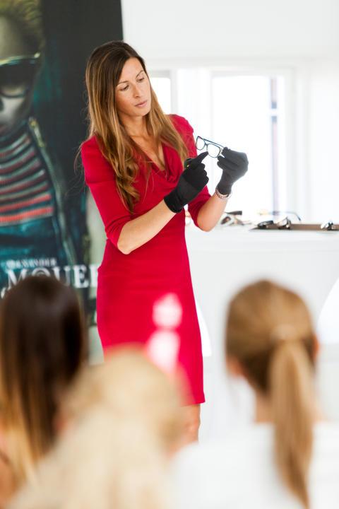 Giulia Bortoletti från Safilo presenterade den nya kollektionen från Alexander McQueen Eyewear