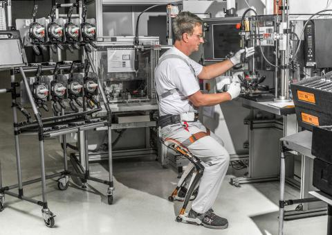 Chairless Chair for improved ergonomics in Audi's production plants (26-02-2015)