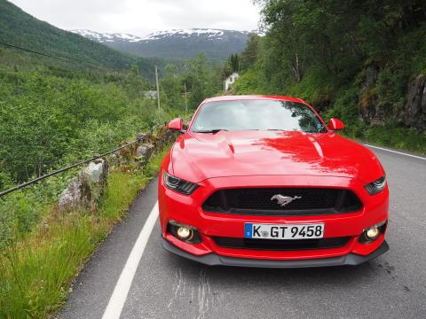 Nye Mustang GT i typiske norske omgivelser