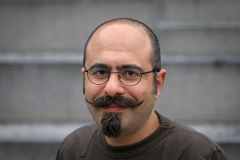 KTH-forskaren Sasan Sadrizadeh på Institutionen för  byggvetenskap och avdelningen för strömnings- och klimatteknik vid KTH. Foto: Peter Larsson.