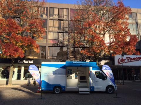 Beratungsmobil der Unabhängigen Patientenberatung kommt am 24. August nach Aachen.