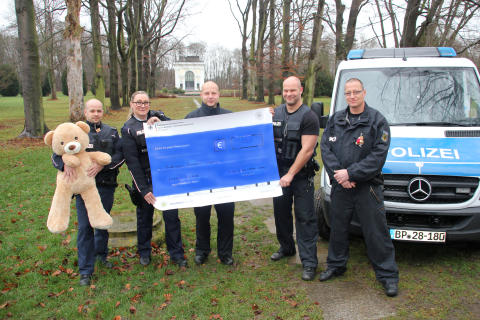 """  """"Polizeieinsatz"""" im Kinderhospiz: Bärenherz erhält Spende"""